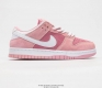 Sole Jeff Staple x Nike SB Dunk Low Pink